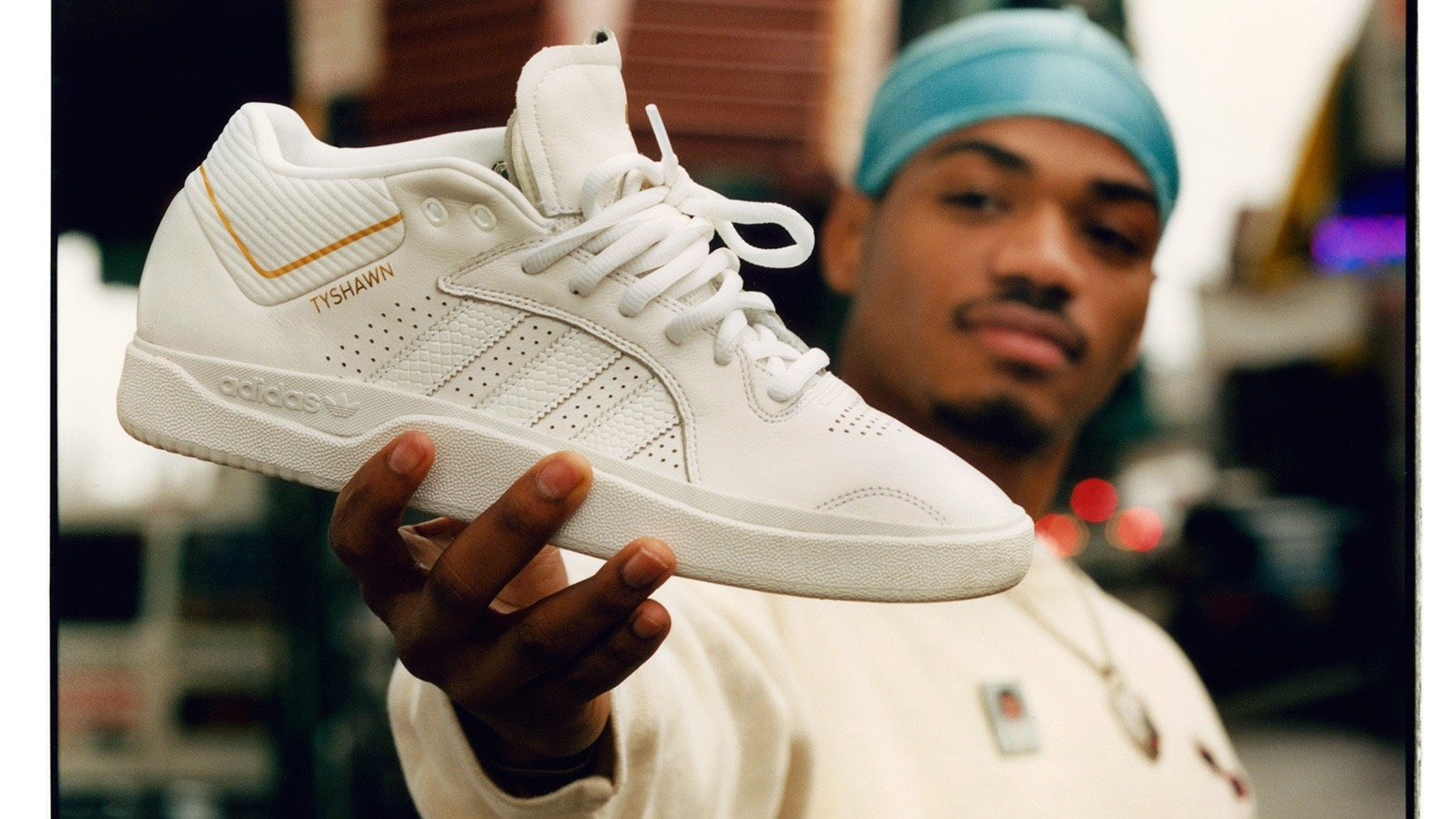 512140 FW19 TYSHAWN Supporting Imagery TripleWhite Lifestyle 02