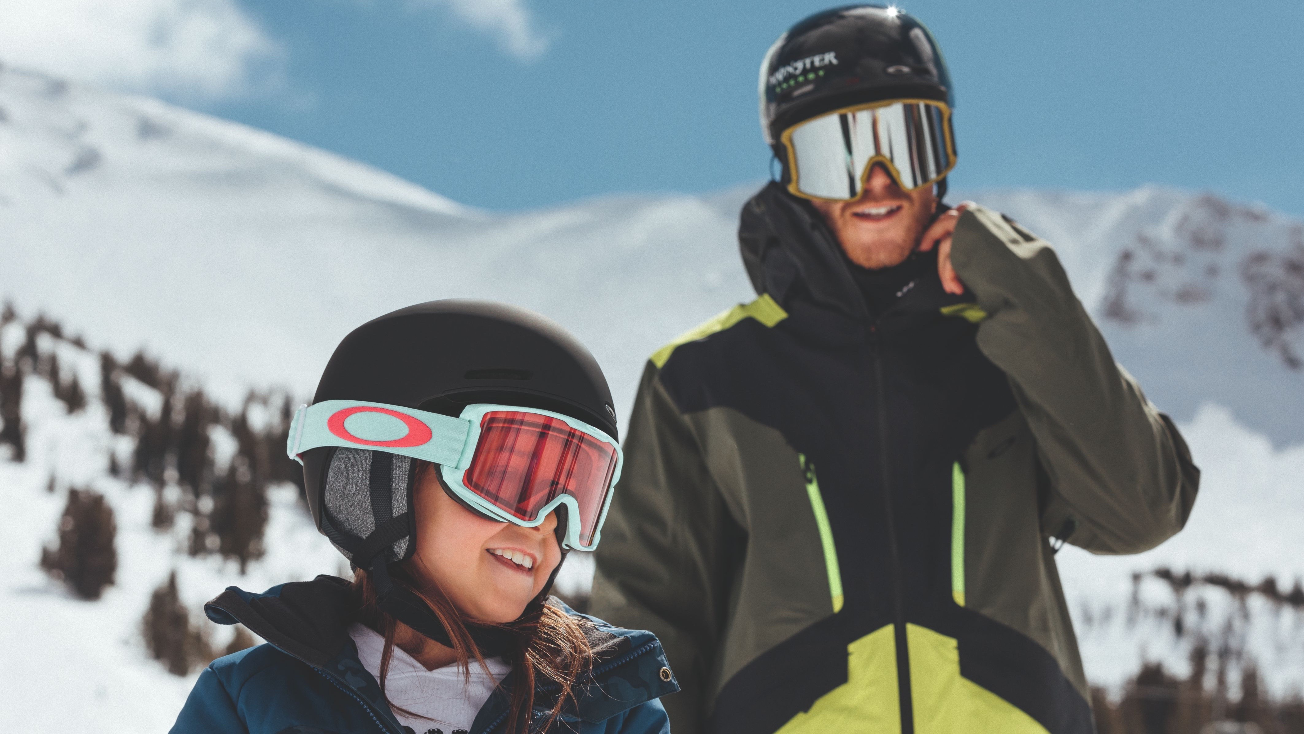 OAKLEY SNOW YOUTH COLLECTION LIFESTYLE IMAGE